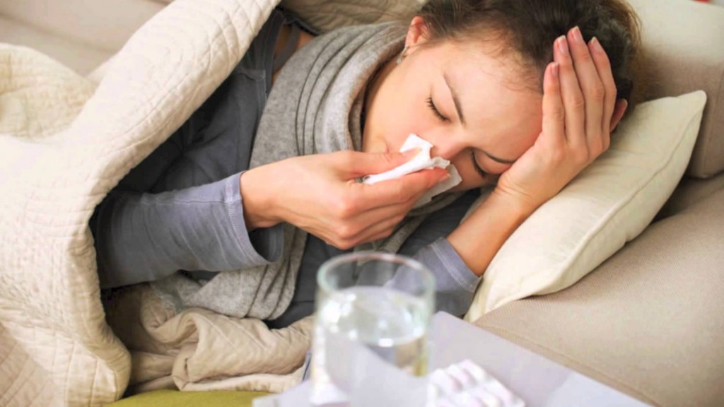 Mujer con gripe o resfriado