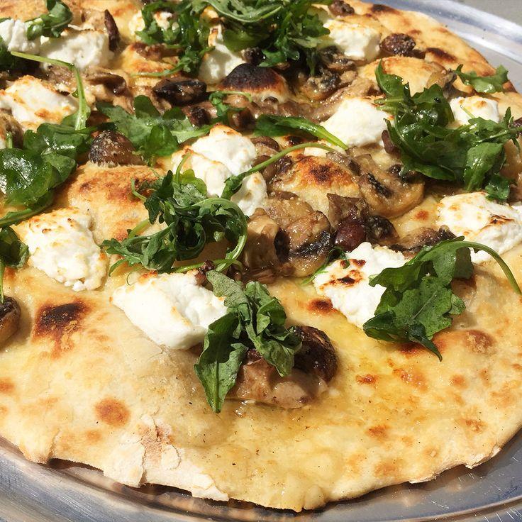 Pizza de rucula,setas y queso de cabra