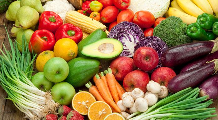 Variedad de frutas y verduras tipicas de la primavera