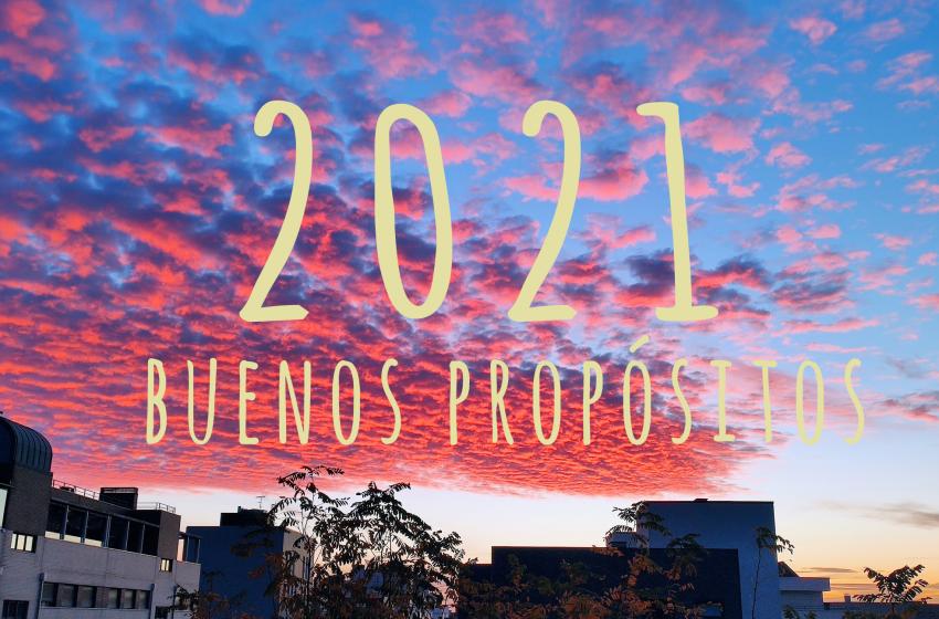 Cielo con colores en el que se lee 2021 buenos propositos